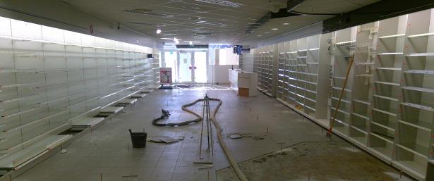 De holle ruimte onder de winkelvloer is keurig opgevuld en de vloer is weer mooi vlak